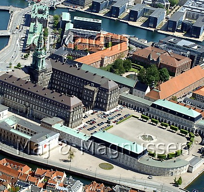 koebenhavn-slotsholmen-christiansborg-luftfoto-0126.jpg