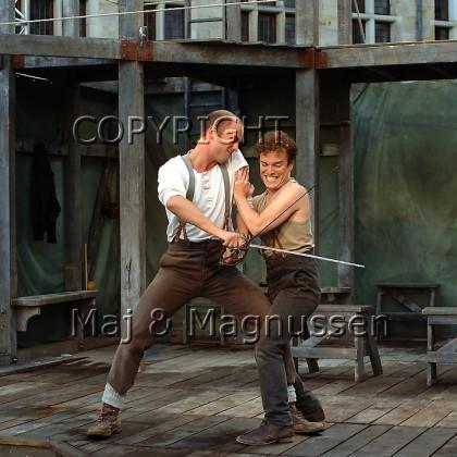 laertes-hamlet-shakespeares-globe-0192.jpg