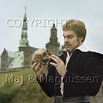 derek-jacobi-hamlet-kronborg-1979.jpg