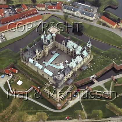kronborg-slotsgaard-med-hamletscene-luftfoto-2002-0023.jpg